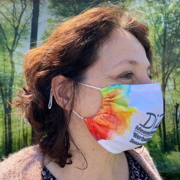 Mund- und Nasenmaske von der Seite